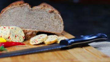 Bylinkové – chili maslo