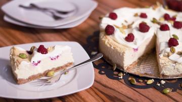Malinovo-pistáciový tvarohový koláč