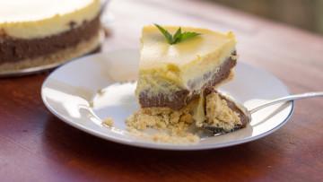 Dvojfarebná tvarohová torta