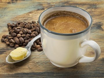 Káva s maslom. Jemná chuť s poriadnou dávkou vitality!