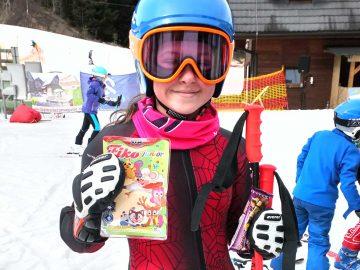 Mladí lyžiari posilnení mliekonečne vitálnymi výrobkami